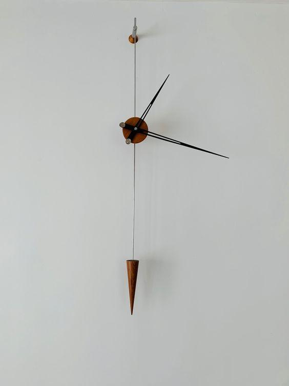 minimalistické nástěnné hodiny