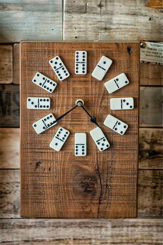 hodiny domino