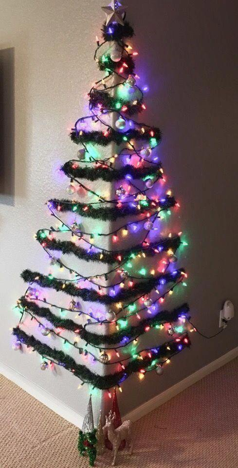 vánoční stromek na zdi