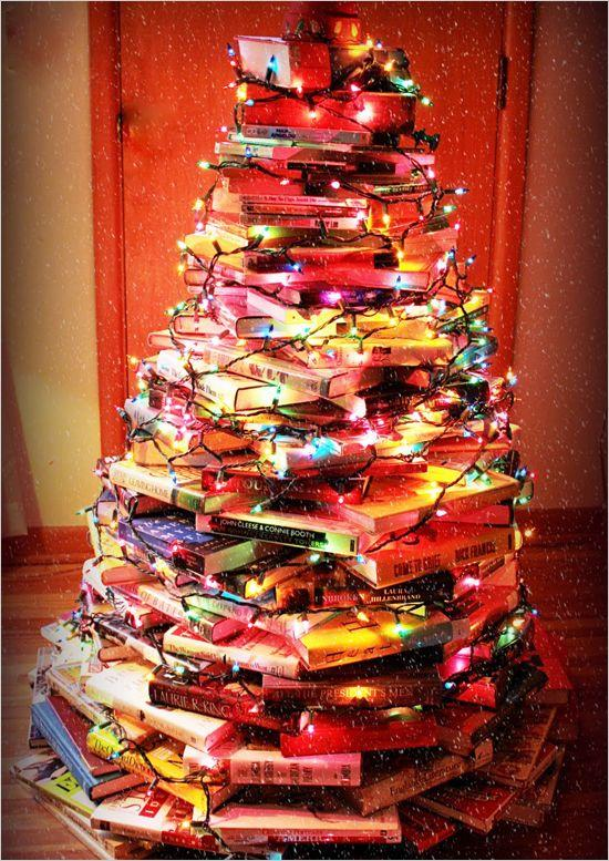 vánoční stromek z knížek