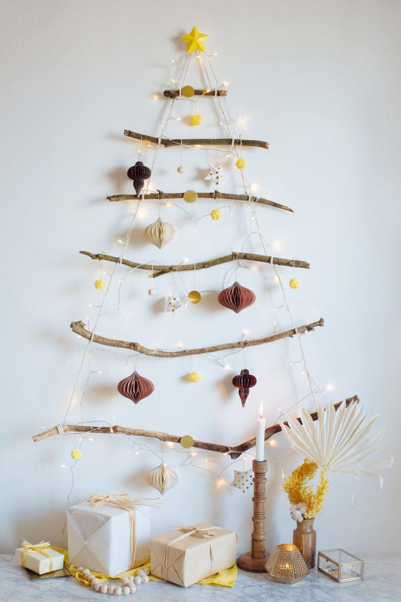 vánoční strom na zdi