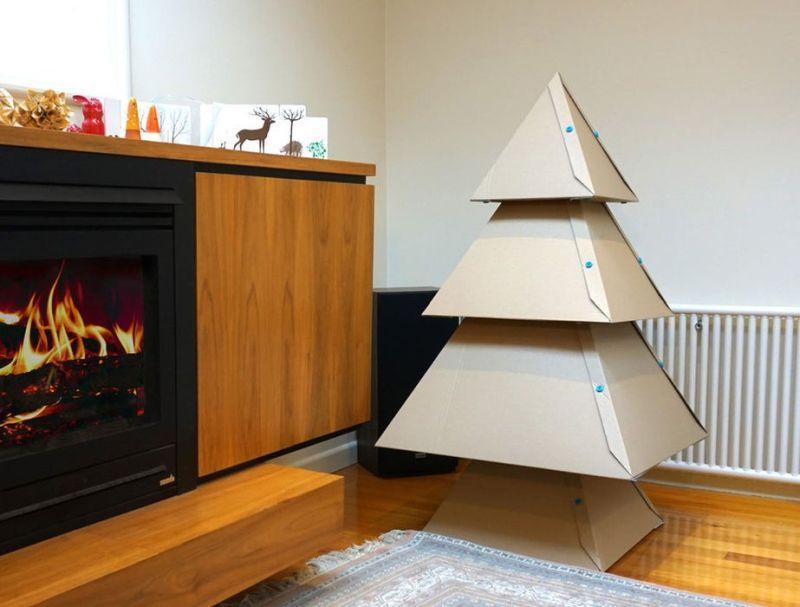 vánoční stromek z krabic